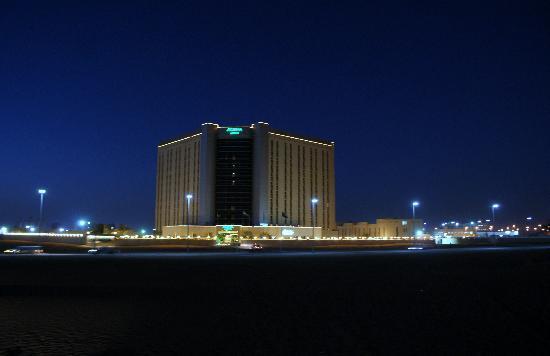 Acacia by Bin Majid Hotels & Resort: Hotel bei Nacht