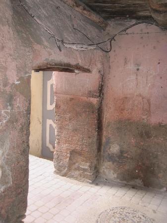 Riad Nerja: Auf dem Weg zum Riad aus der Stadt