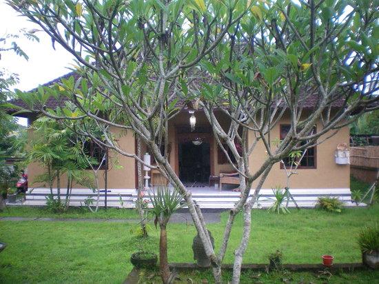 Bali Batin Bungalow: the bubgalow