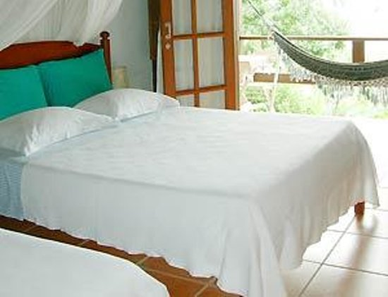 Pousada Tagomago Beach Lodge: Room with balcony and hammock