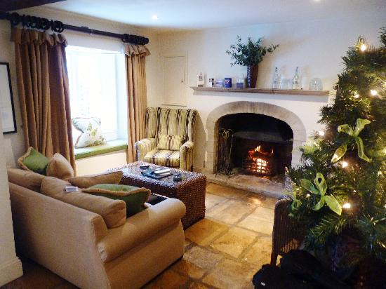 The Swan Hotel : The living room at the Trumpeter cottage