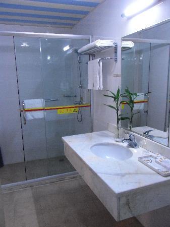 Shidai Yaju Hotel: 清潔なバスルーム