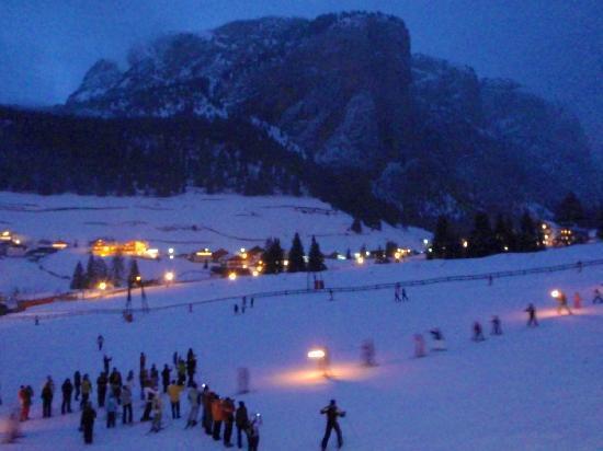 Garni Hotel Bel Vert: ski school evening performance