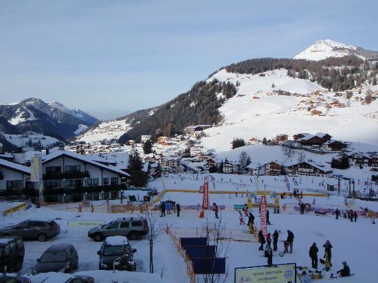 Garni Hotel Bel Vert: Ski school meeting point few meters from the ski room