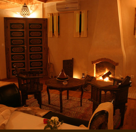 Riad Chbanate: Fireplace of our confortable Souira suite