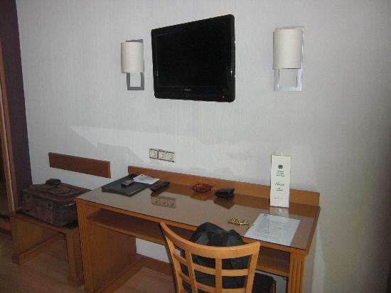 Hotel Trafalgar: TV