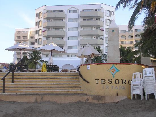 Tesoro Ixtapa: Tesoro from the beach