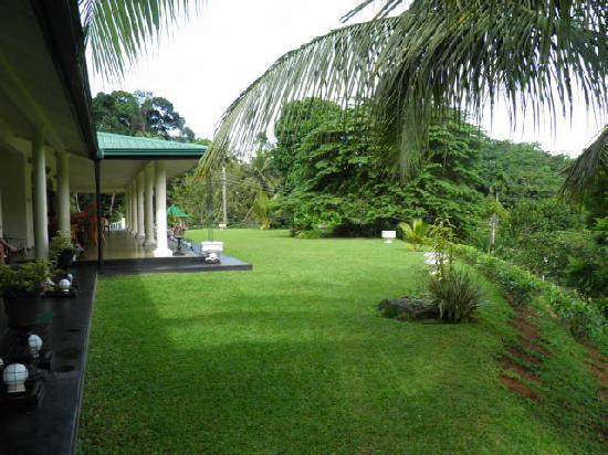 Bougan Villa Guest House: The wide cool verandah