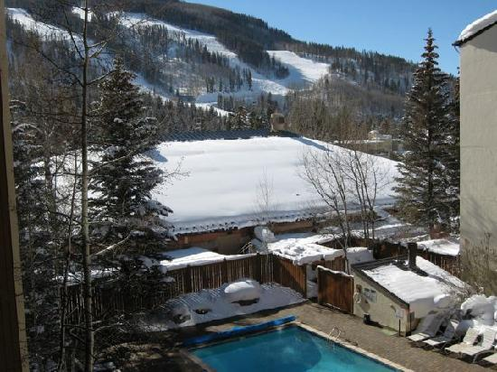 Vail International Condominiums : Outdoor pool with mountain view