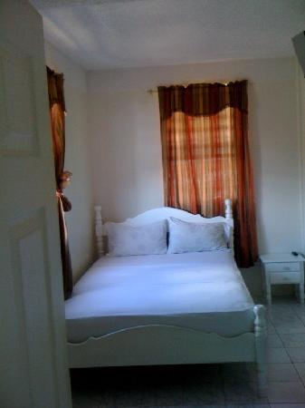 St. James Guest House: Our rooms are very affordable, we also offer special group rates.