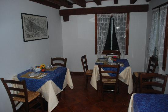 Almoro Bed & Breakfast: dining are with the same view