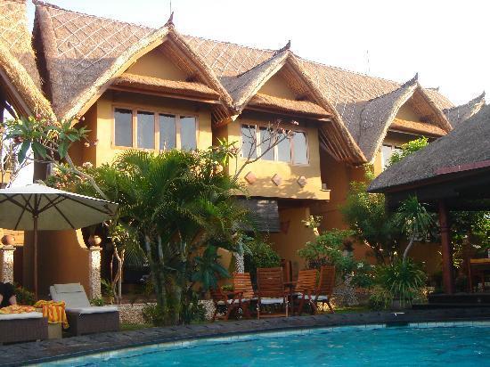 Puri Madawi: Les bungalow autour dela piscine