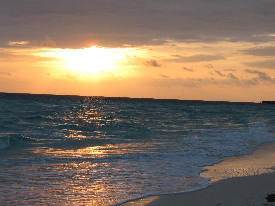 Tryp Cayo Coco: Sunrise on the beach at Tryo Cayo Coco
