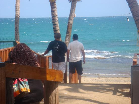 La Casa de Los Pastelillos: Vista del Restaurante hacia la Playa