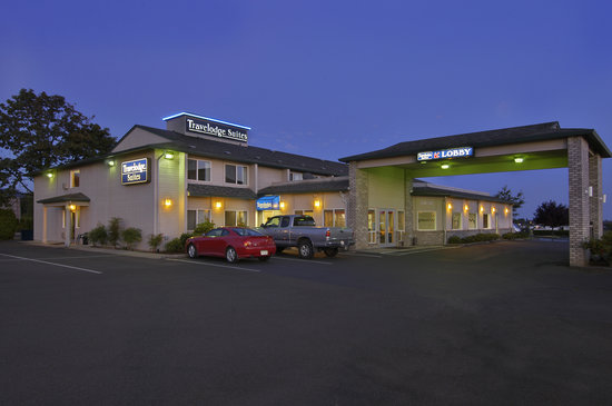 Newberg Travelodge Suites