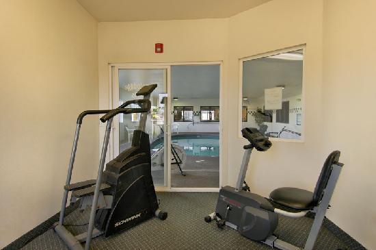 Newberg Travelodge Suites: Gym