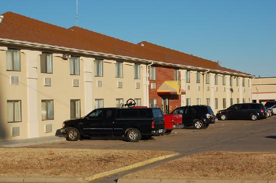Super 8 Park City/North Wichita Area: Front view of the Super 8 in Park City, KS.