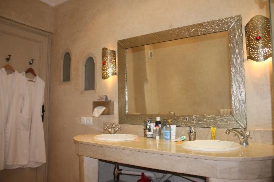 Riad Alma: salle de bain