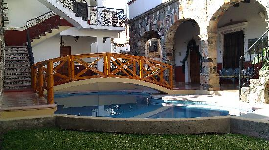 Hostal Villa San Francisco: Pool side