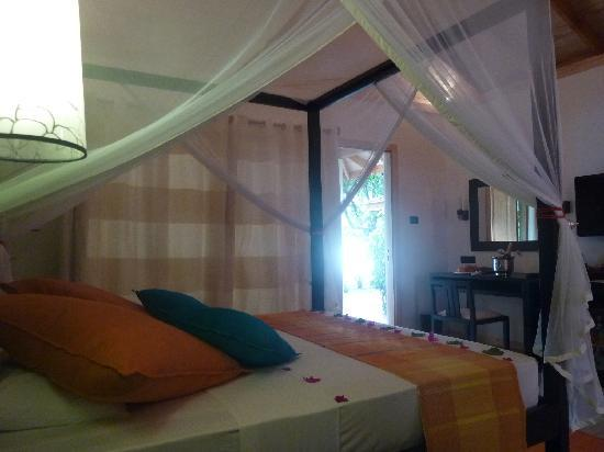 Vilamendhoo Island Resort & Spa: beach villa 238