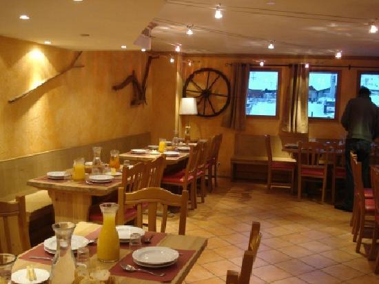 Chalet Hotel Aigle : Dining Area