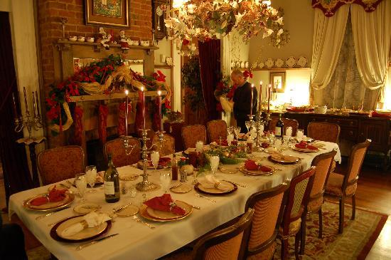 HH Whitney House on the Historic Esplanade: HH Whitney Dining Room set for dinner