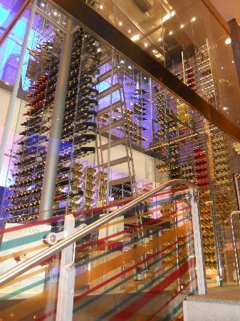 Radisson Blu Hotel, Frankfurt: wine tower