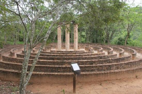 Amparo, SP: Labirinto do Parque Místico