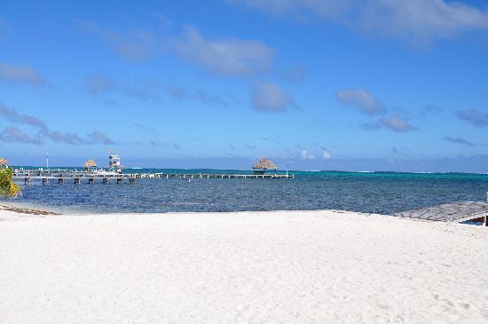 Ambergris Lake Villas: Strand irgendwo auf San Pedro