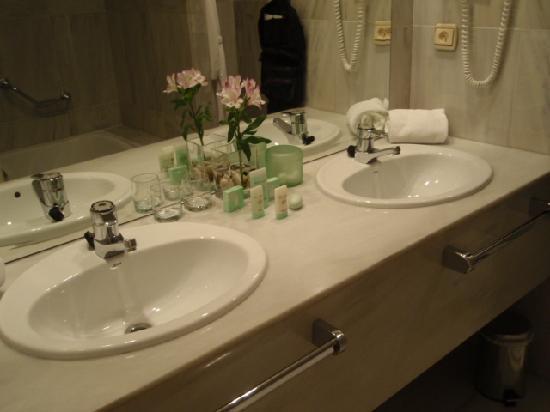 Hotel Rector: banheiro impecável e amenidades Bulgari