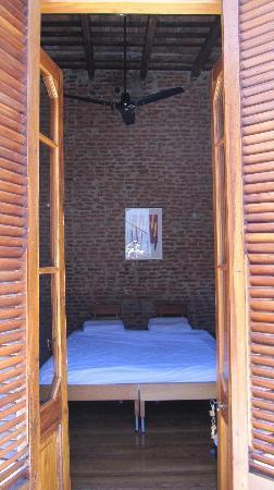 La Antigua Casa de Brigit : Our room...exposed brick and modern