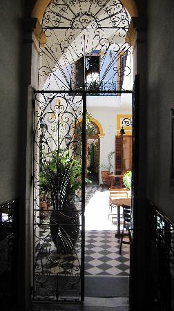 La Antigua Casa de Brigit: Entranceway - view to the courtyard - fantastic!