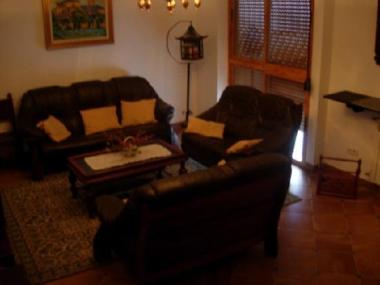 La Casa con Libros: salón de estar