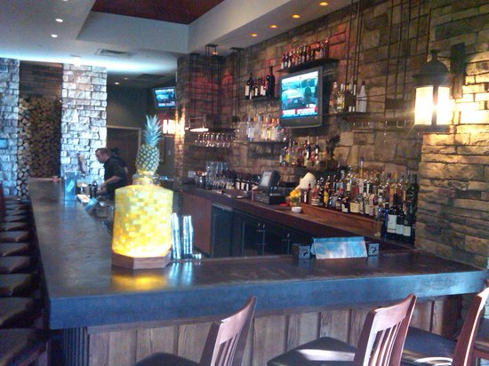 Firebirds Wood Fired Grill: The Bar is where we waited