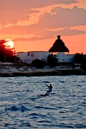 Cancun Catamaranes: Lovely sunset pictures from the catamaran