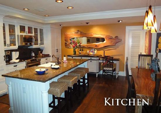 The Villas at Poipu Kai: Custom Penthouse kitchen