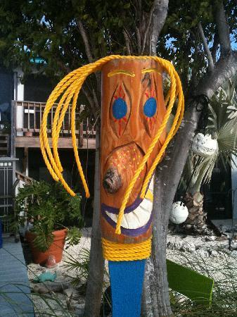 Deer Run Bed & Breakfast: Funky yard art