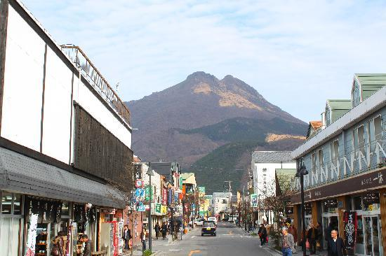 View from Yufuin train station exit - 大分県、由布市の写真 - トリップ ...