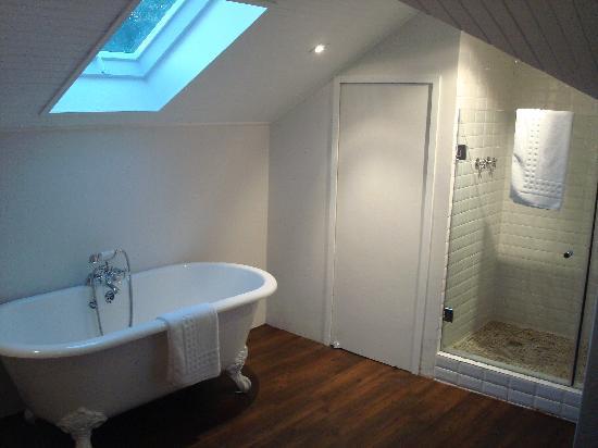 Middedorp Manor : Bathroom in deluxe suite-I couldn't capture it all-it's huge!