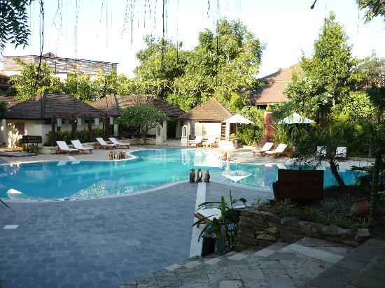 Aye Yar River View Resort: pool area