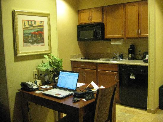 Homewood Suites by Hilton Champaign-Urbana: Desk and kitchen