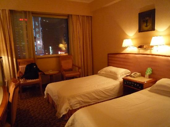 East China Hotel Shanghai: 夜景も綺麗でしたし、ベッドも良かったです。