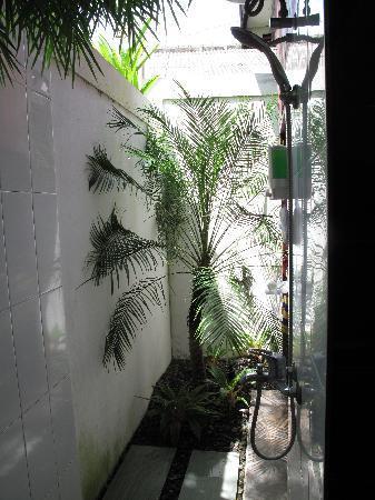 Bonsai Villas: Outdoor Shower