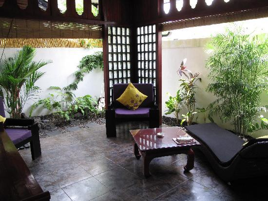 Bonsai Villas: Living Area