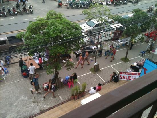 White Sand Krabi Hotel: utsikt från balkong rum 307