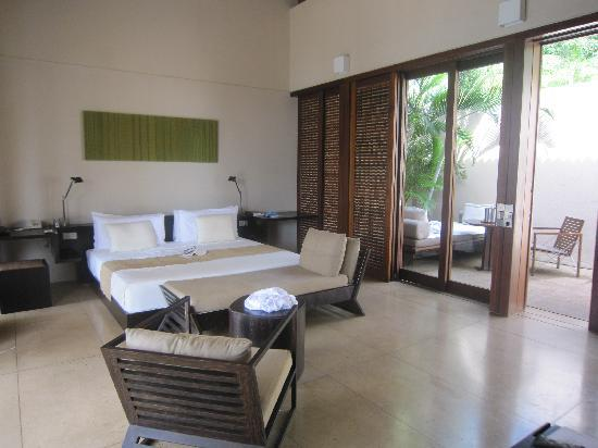 Amanwella: 2 day beds on terrace, 1 at plunge pool and 1 in bedroom