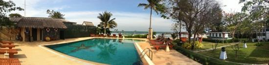 Kao Tao Villa Beach Resort: Pool view
