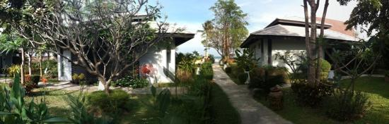 Kao Tao Villa Beach Resort: Pool view rooms and garden
