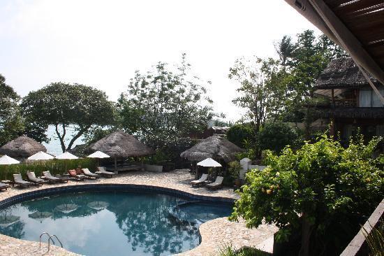 Coral Bay Resort: Pool and Beach - Coral Bay