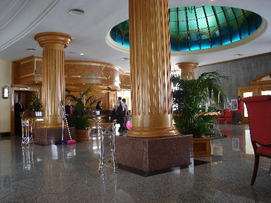 Hotel Riu Palace Tenerife: The Foyer